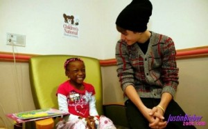 Justin Bieber Visits Children Hospital in Washington DC picture
